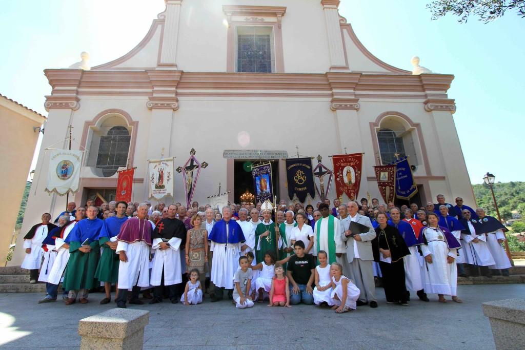 Rassemblement des confréries à Piana en présence du nouvel évêque de Corse, Mgr Olivier de Germay, et procession dans le village.